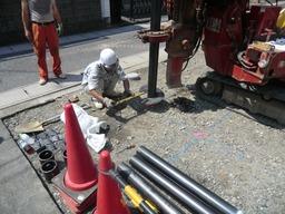 滋賀県大津市のS様邸の(地盤改良)鋼管杭工事の様子