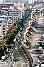 阪神大震災の阪神高速の倒壊